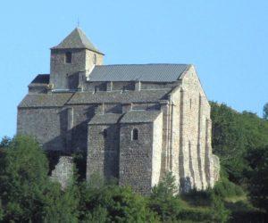 Le fort de Béccoire et le trésor des moines (Cantal)